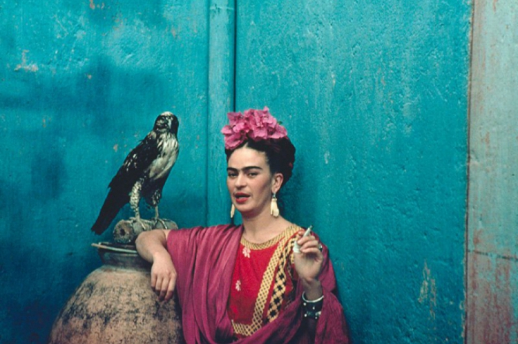 Mediado por Izabel Gurgel, grupo de leitura virtual irá debater sobre a relação de Frida Kahlo com a fotografia e as artes visuais (Foto: Divulgação)