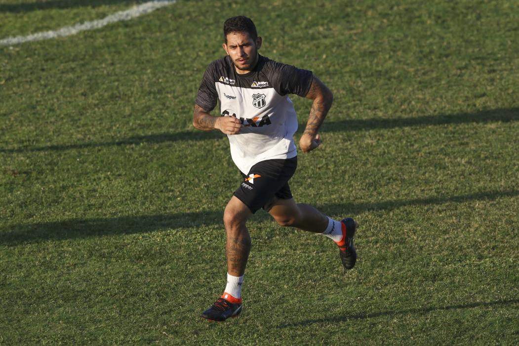 LEANDRO Carvalho retorna ao time contra o Palmeiras