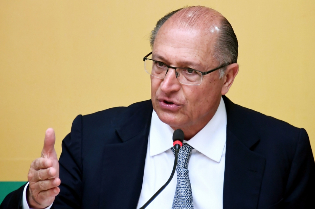 Brazilian presidential candidate for the Brazilian Social Democratic Party (PSDB) Geraldo Alckmin speaks during a press conference with foreign correspondents in Brasilia, on September 17, 2018. Brazil will hold presidential elections on October 7. / AFP PHOTO / EVARISTO SA      Caption