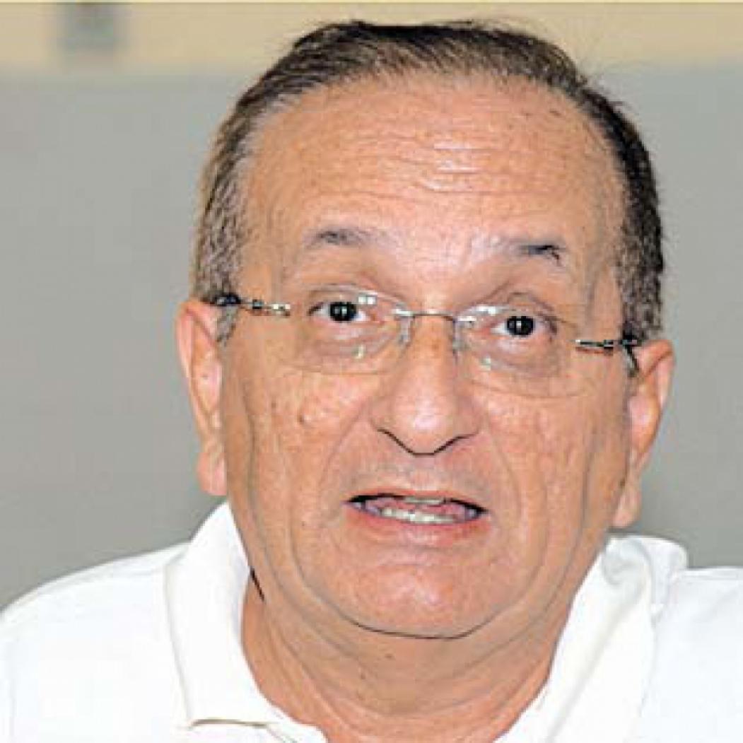 Manfredo Araújo de Oliveira Professor de Filosofia da Universidade Federal do Ceará - UFC