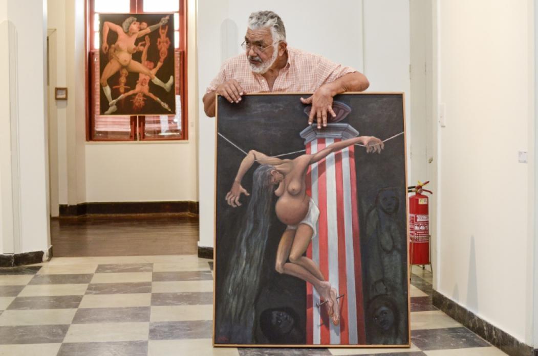 CRUCIFICADA DO AMOR foi uma das telas e das histórias apresentadas por Descartes Gadelha à equipe do V&A. Trabalho está exposto na mostra do artista em cartaz na Casa do Barão de Camocim