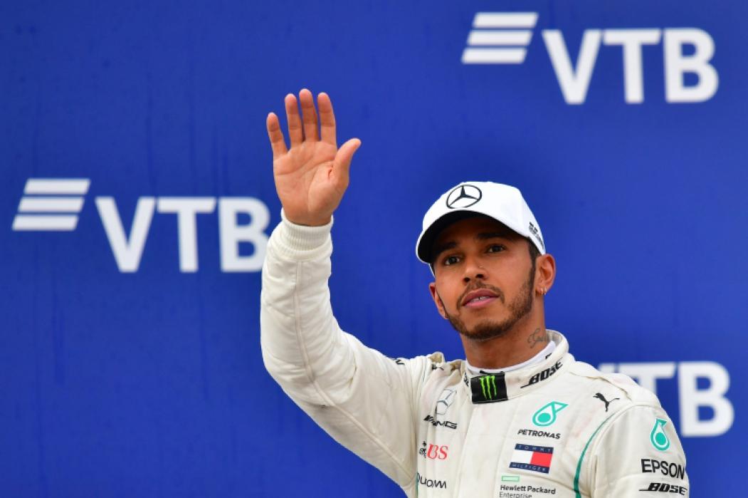 Hamilton cobrou posicionamento dos colegas de grid sobre a morte de George Floyd  (Foto:  Andrej ISAKOVIC / AFP)