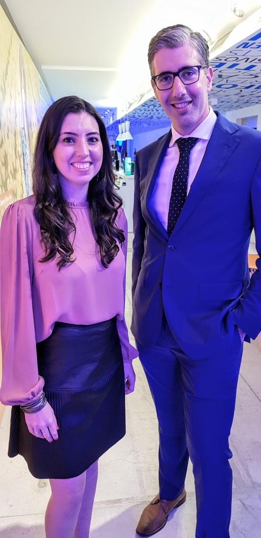 GERENTE de marketing, Júlia de Medeiros, e diretor comercial para América Latina, Seth Van Straten, inauguram Pop Up Store da KLM em São Paulo