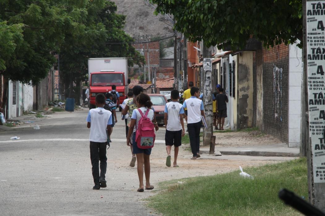 FORTALEZA, CE, BRASIL, 05-01-2018:  Policiais Militares fazem guarnição de escola e ruas do bairro Barroso 2, próximo ao Estádio do Castelão. (Foto: Mauri Melo/O POVO). (Foto: O POVO)