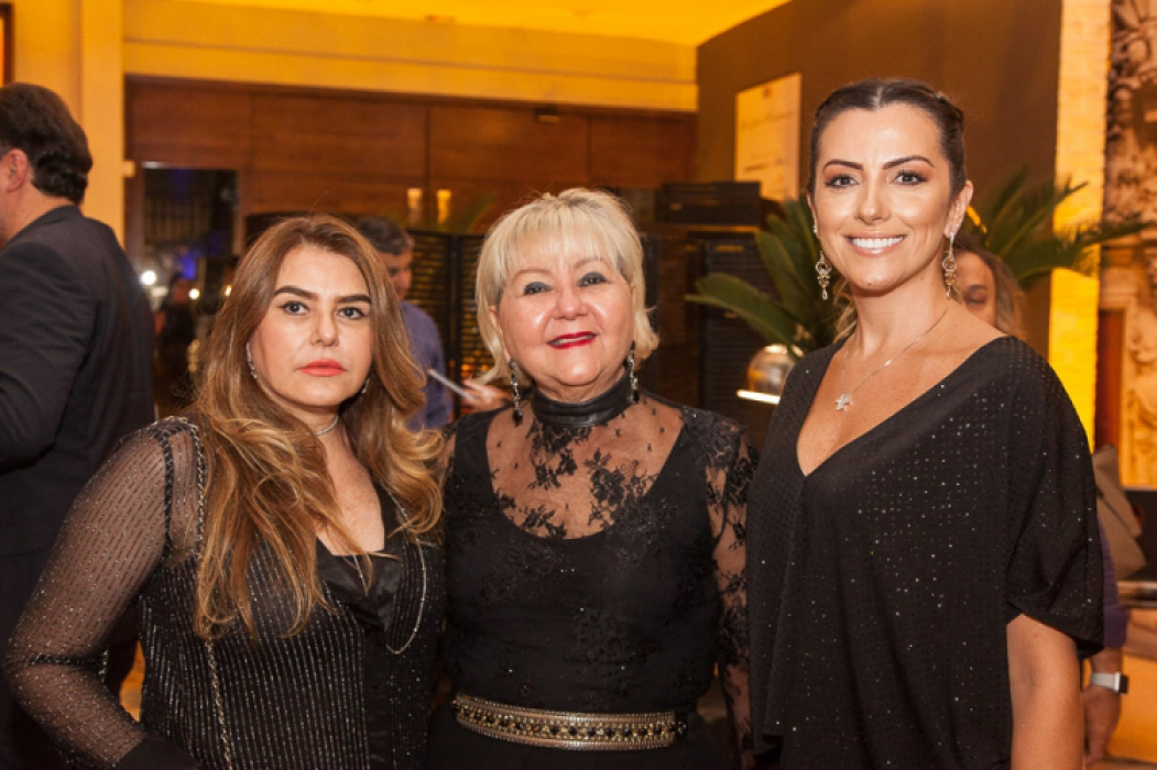 Mara Dechecchi, Rosângela Carvalho com a manager da Sierra Móveis, Nara Oliveira, que está com grandes novidades de design e decoração