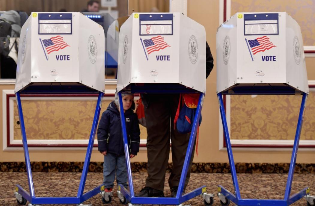 ?Eleitores definem deputados, senadores e, em mais da metade dos estados, governadores
