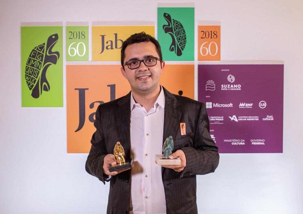 Mailson Furtado Viana foi o vencedor do 60º Prêmio Jabuti e possui obras publicadas em jornais, revistas e antologias no Brasil e em Portugal.  (Foto: DIVULGAÇÃO/CBL)