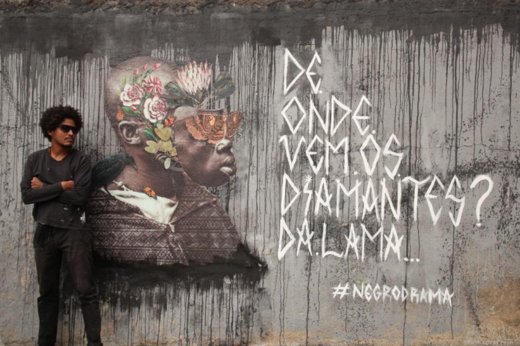 Gabriel Ribeiro, artista visual, ministra oficina sobre cartaz lambe-lambe