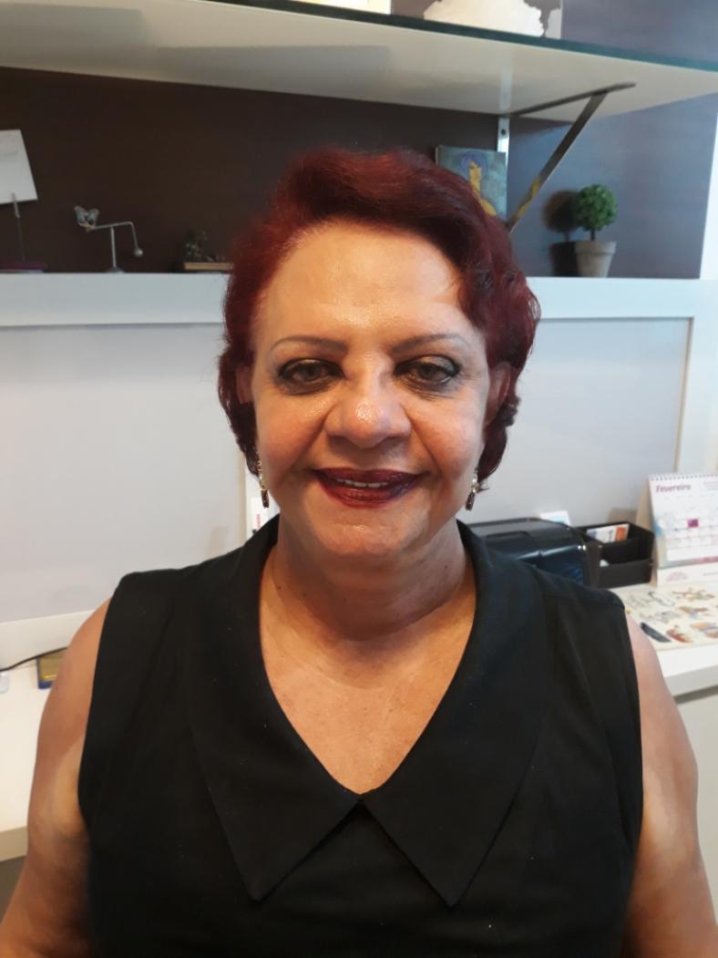 Márcia Alcântara Holanda pulmocentermar@gmail.com Médica Pneumologista e membro da Academia Cearense de Medicina