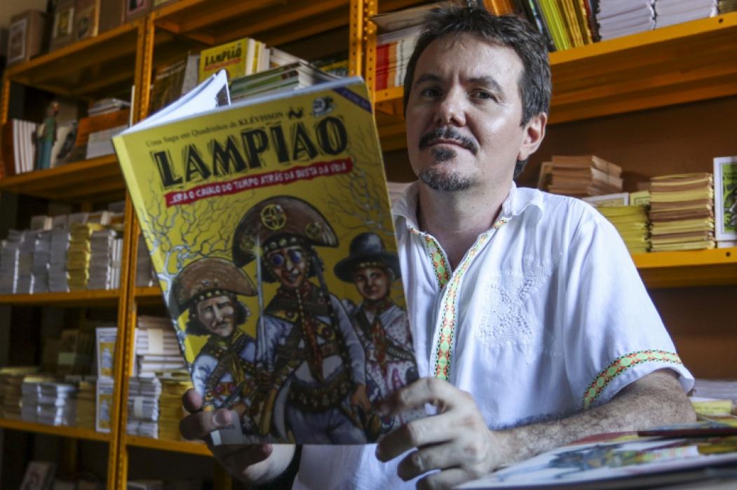 Poeta e ilustrador Klévisson Viana realiza atividade formativa em evento virtual  (Foto: ALEX GOMES)