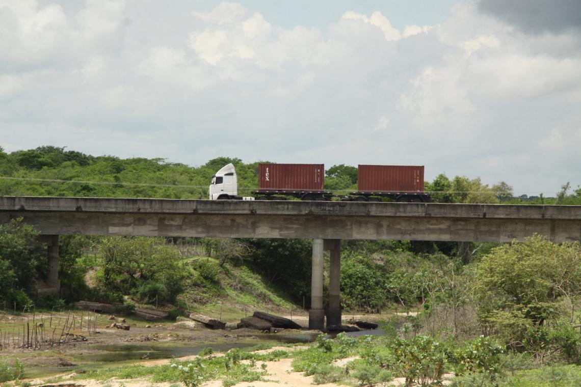 ?Ponte sobre o Rio Choró, em Chorozinho, foi atacada dia 12