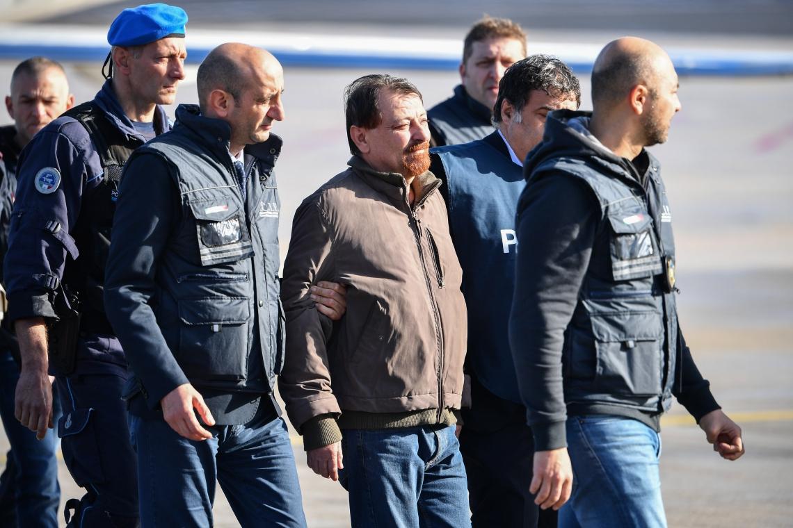 CESARE BATTISTI foi preso no sábado na Bolívia e desembarcou em Roma ontem