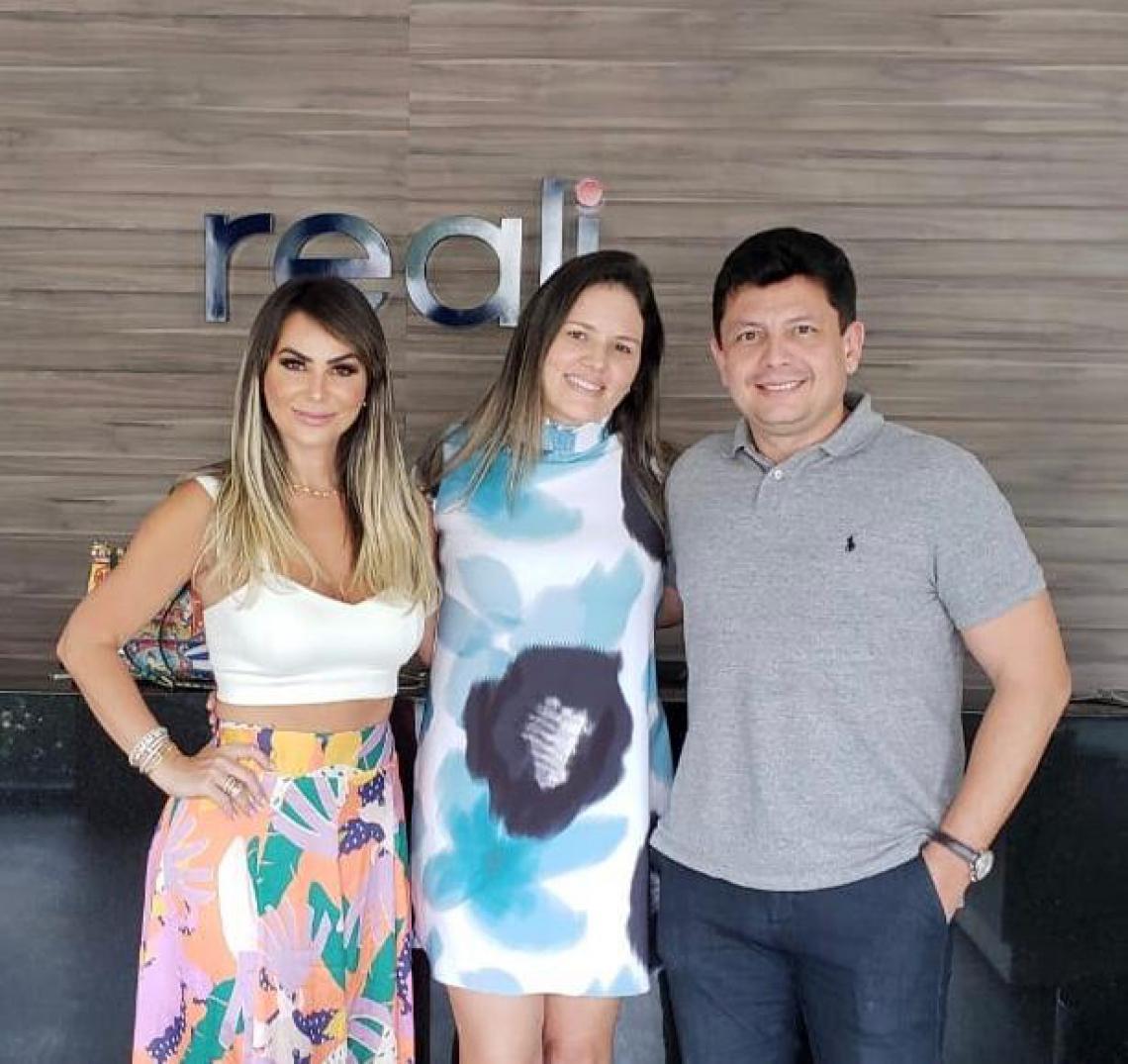 Jamille Lima com Ana Lúcia e Ladislau Nogueira promovem Bazar beneficente na Reali Megastore