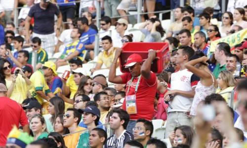 Bebidas alcoólicas foram vetadas nos eventos-testes, mas já estão sendo vendidas normalmente nos estádios cearenses (foto feita antes da pandemia do novo coronavírus)
