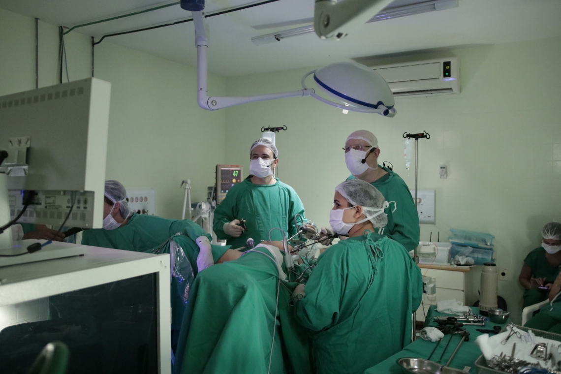 FORTALEZA, CE, BRASIL, 25-01-2019: Transmissão de cirurgia de endometria, Hospital Cesar Cals Centro(Foto: Gustavo Simão/ Especial para O Povo)