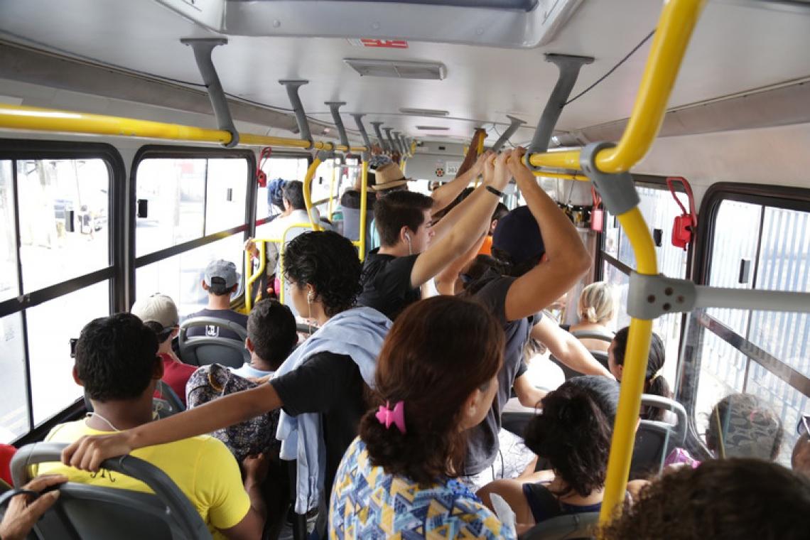 Projeto da Prefeitura de Fortaleza prevê criação de canal de denúncia no aplicativo Meu Ônibus (Foto: Aurélio Alves/ O POVO)