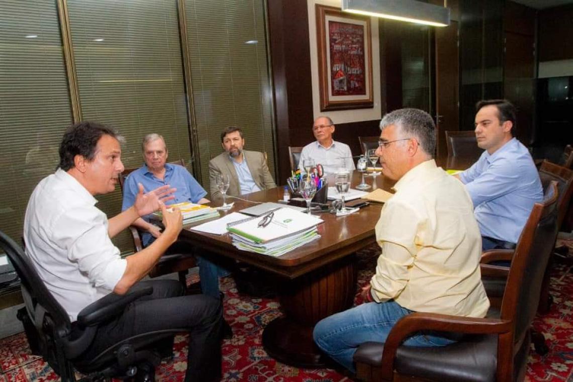 Os políticos se reuniram no Palácio da Abolição, em Fortaleza (Foto: Reprodução/Facebook/Tasso Jereissati)