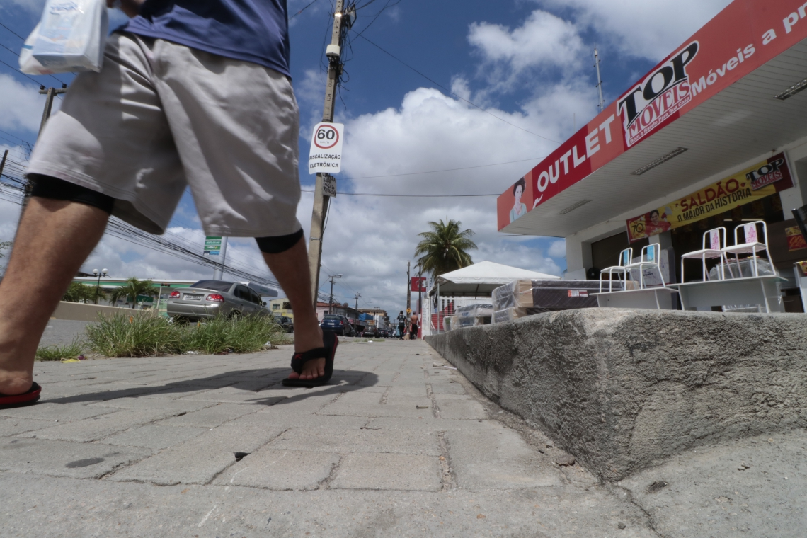OBJETIVO é fiscalizar se o material do passeio é adequado e não escorregadio