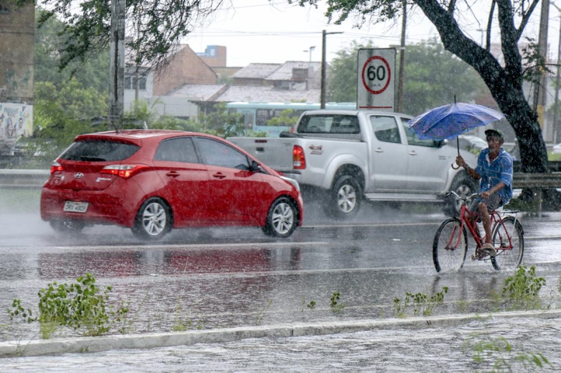 O indicativo é que as chuvas diminuam ao longo dos próximos meses de fevereiro, março e abril