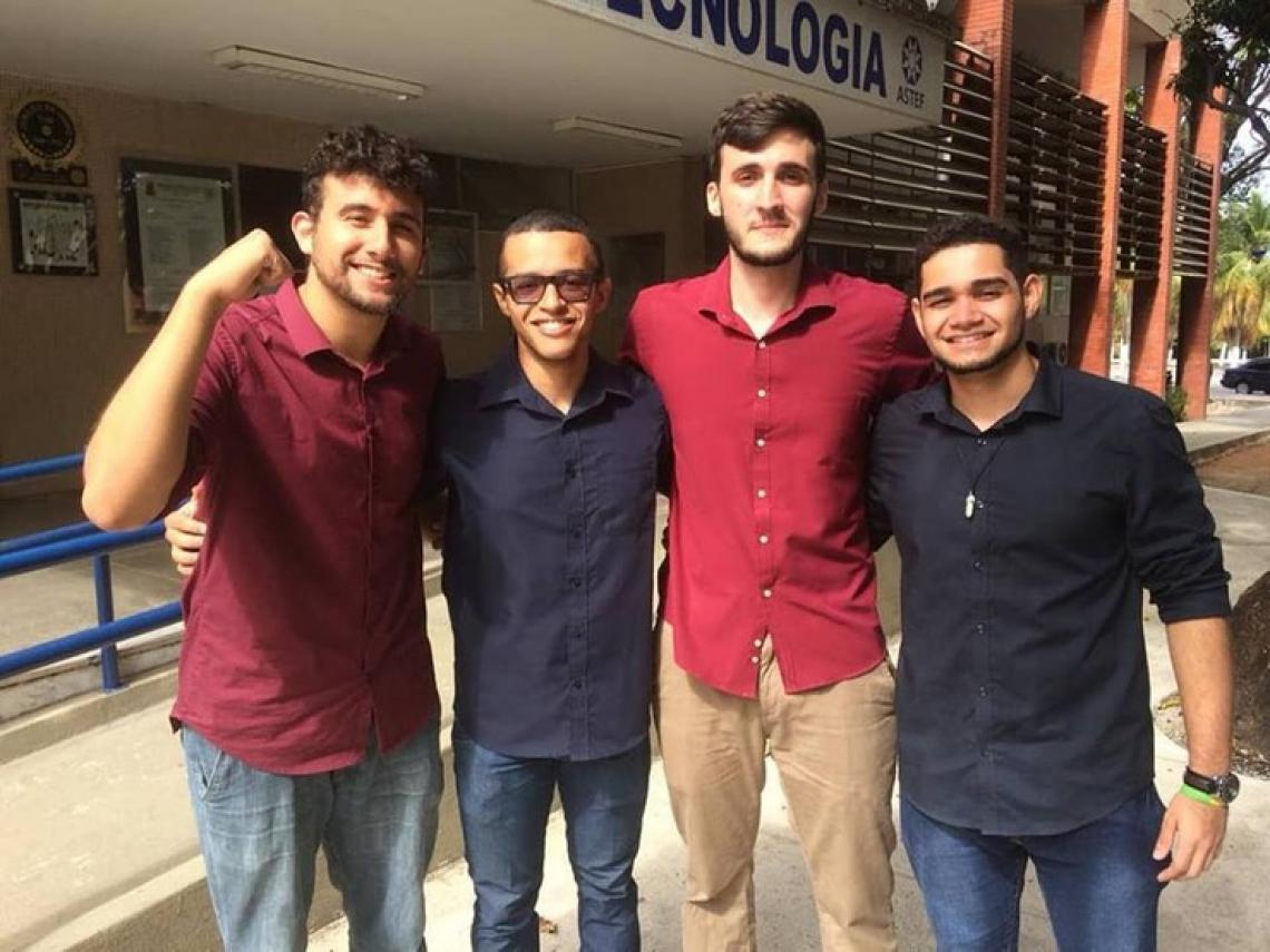 Estudantes de graduação do curso de Engenharia Metalúrgica e de Materiais. (Foto: Arquivo pessoal)