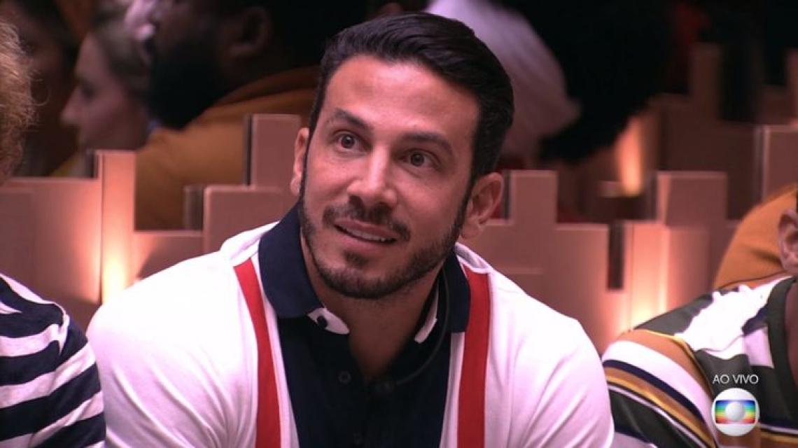 Gustavo pode ser o segundo eliminado do Big Brother Brasil 19 (BBB19). (Foto: Reprodução/Globoplay)