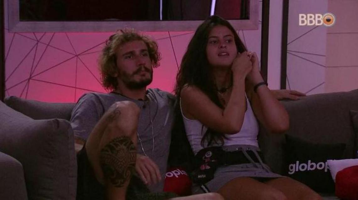 Hana e Alan assistem a filme no BBB19. (Foto: Reprodução/Globoplay)