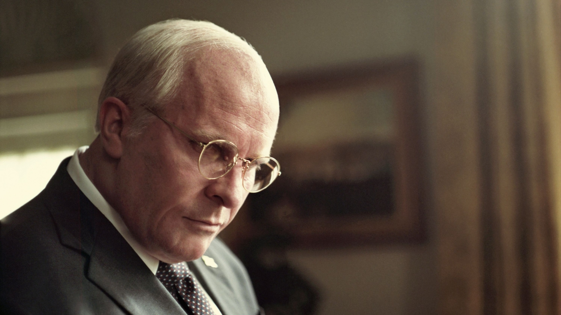 Christian Bale irreconhecível como Dick Cheney em Vice