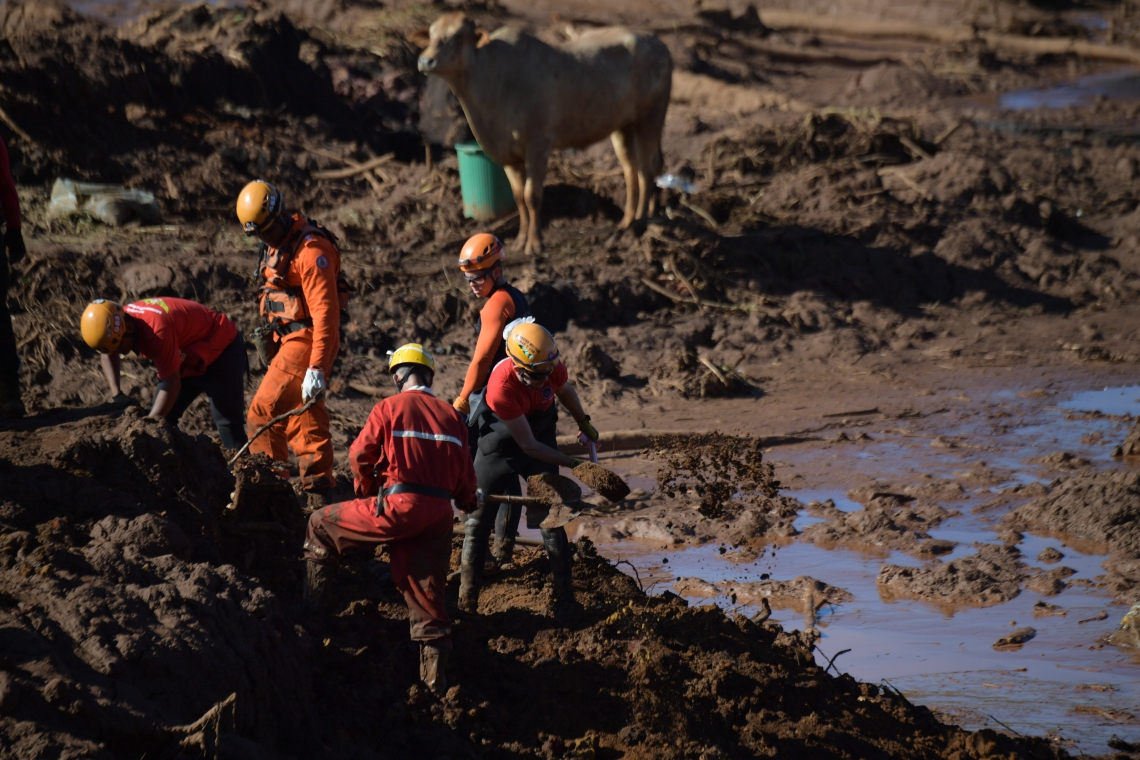 Equipes de resgate começam a trabalhar às 4 horas em Brumadinho