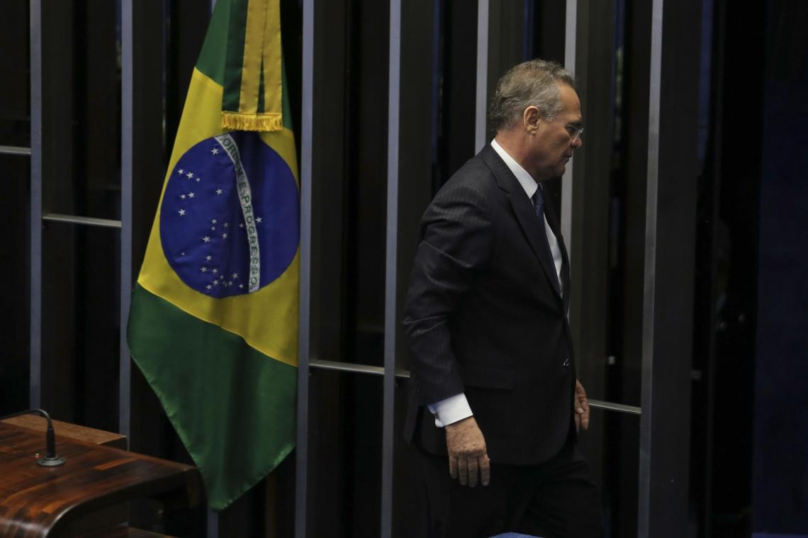Senador Renan Calheiros retirou candidatura na reta final da disputa