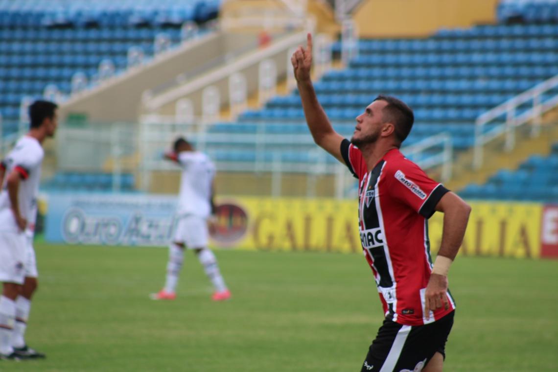 Edson Cariús foi o nome do jogo (Foto: Ronaldo Oliveira / Ferroviário)