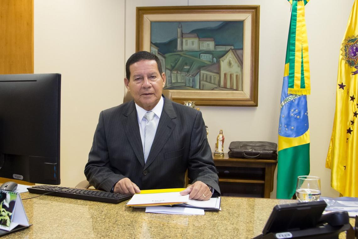 MOURÃO disse que discussão sobre Previdência será feita por Bolsonaro