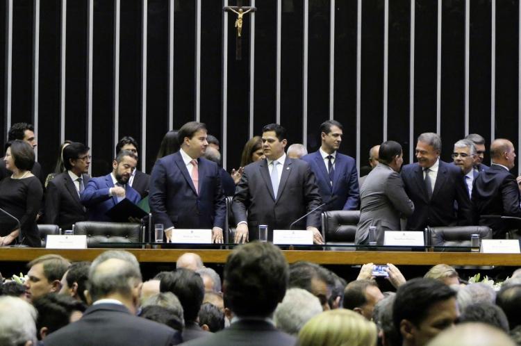 Rodrigo Maia e Davi Alcolumbre, ontem, na inauguração da 1ª Sessão Legislativa Ordinária da 56ª Legislatura