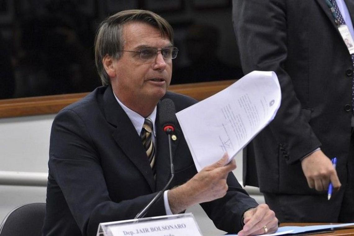 O governo de Bolsonaro deve propor idade mínima de 65 anos para aposentadoria de mulheres e homens. (Foto: Wilson Dias/Agência Brasil)