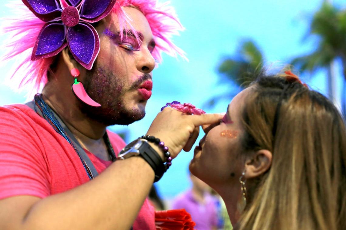 FORTALEZA, CE, BRASIL, 28-01-2017 :pre-carnaval no aterro da praia de Iracemar. (Foto: Fabio Lima/O POVO)