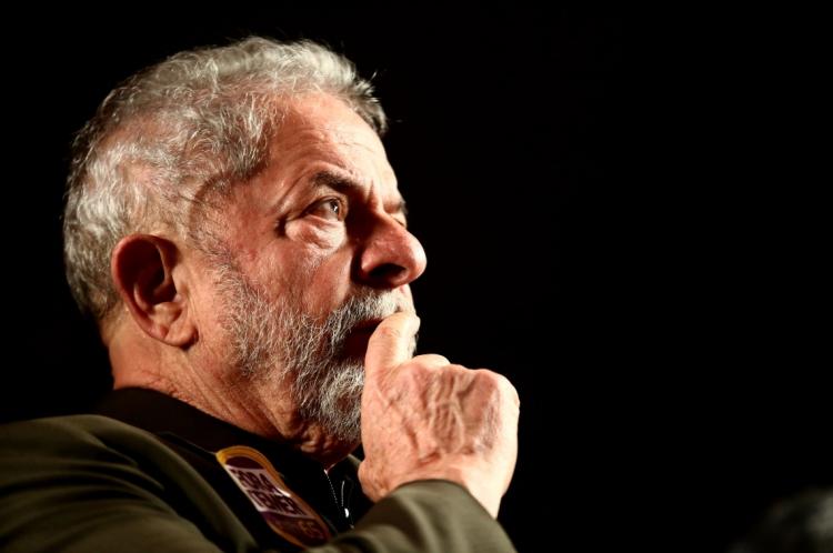 STJ reduziu a pena do ex-presidente Lula.