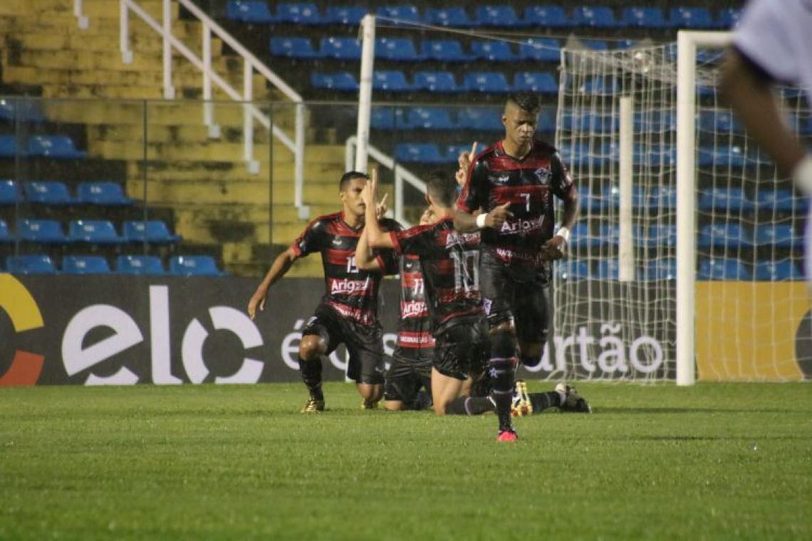 Jogadores do Atlético-CE comemoram gol de Dudu Itapajé (Foto: Ronaldo Oliveira)