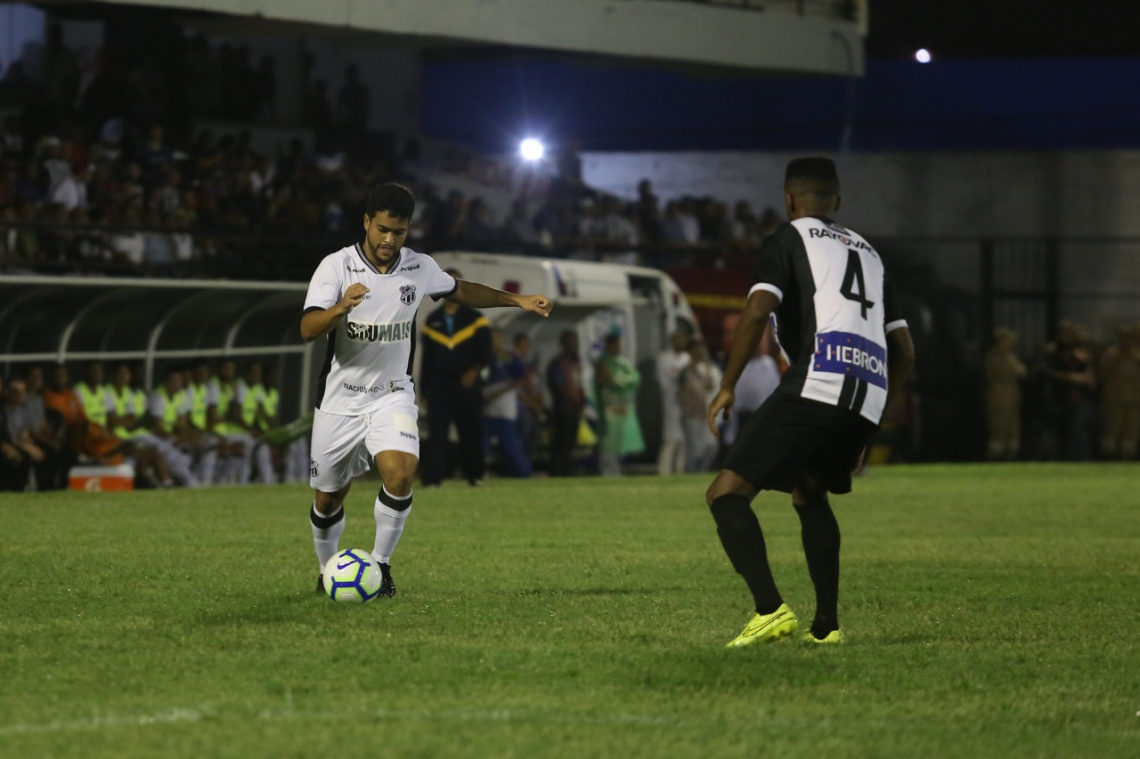 Ceará não fez bom jogo no estádio Lacerdão, mas conseguiu a classificação.