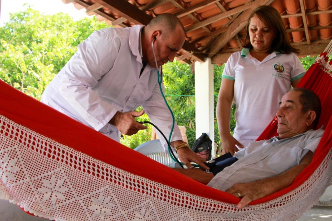 ?Isidro Rosales Castro, médico cubano que atuou em Reriutaba. Lacuna deixada por eles não foi totalmente coberta
