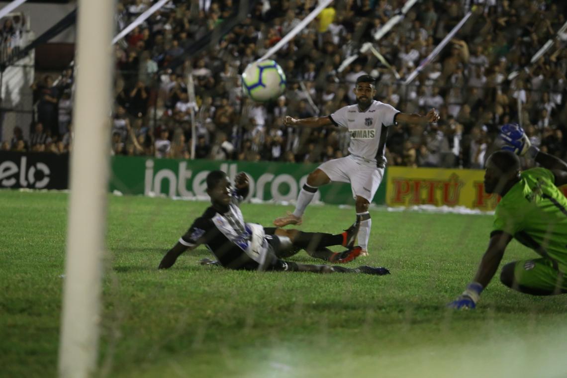 Felipe Jonatan marcou no empate entre Ceará e Central, em Caruaru