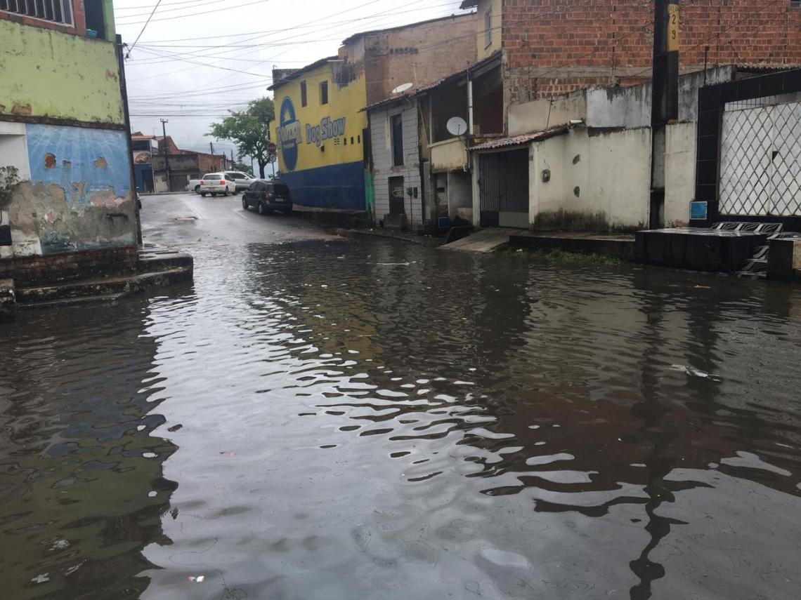 Ruas Capitão Olavo e Coronel Lima da Silva são pontos de alagamento da Aerolândia (Foto: Alexia Vieira/Especial para O POVO)