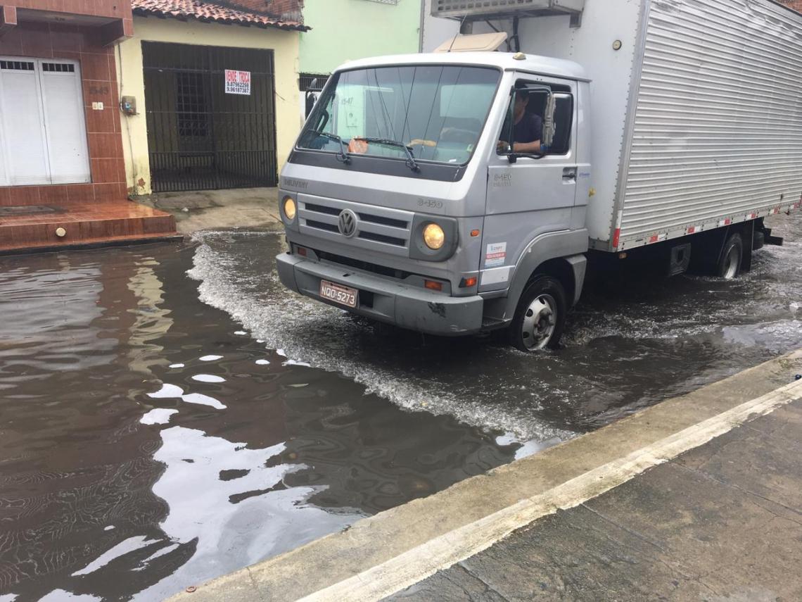 Ruas Capitão Olavo e Coronel Lima da Silva são pontos de alagamento da Aerolândia