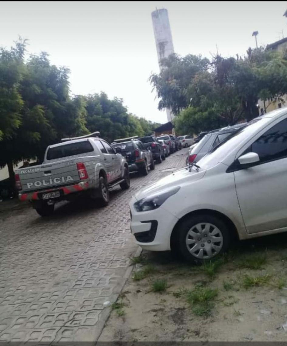 A operação da polícia foi realizada em conjunto habitacional de Horizonte. (Foto: via WhatsApp OPOVO)