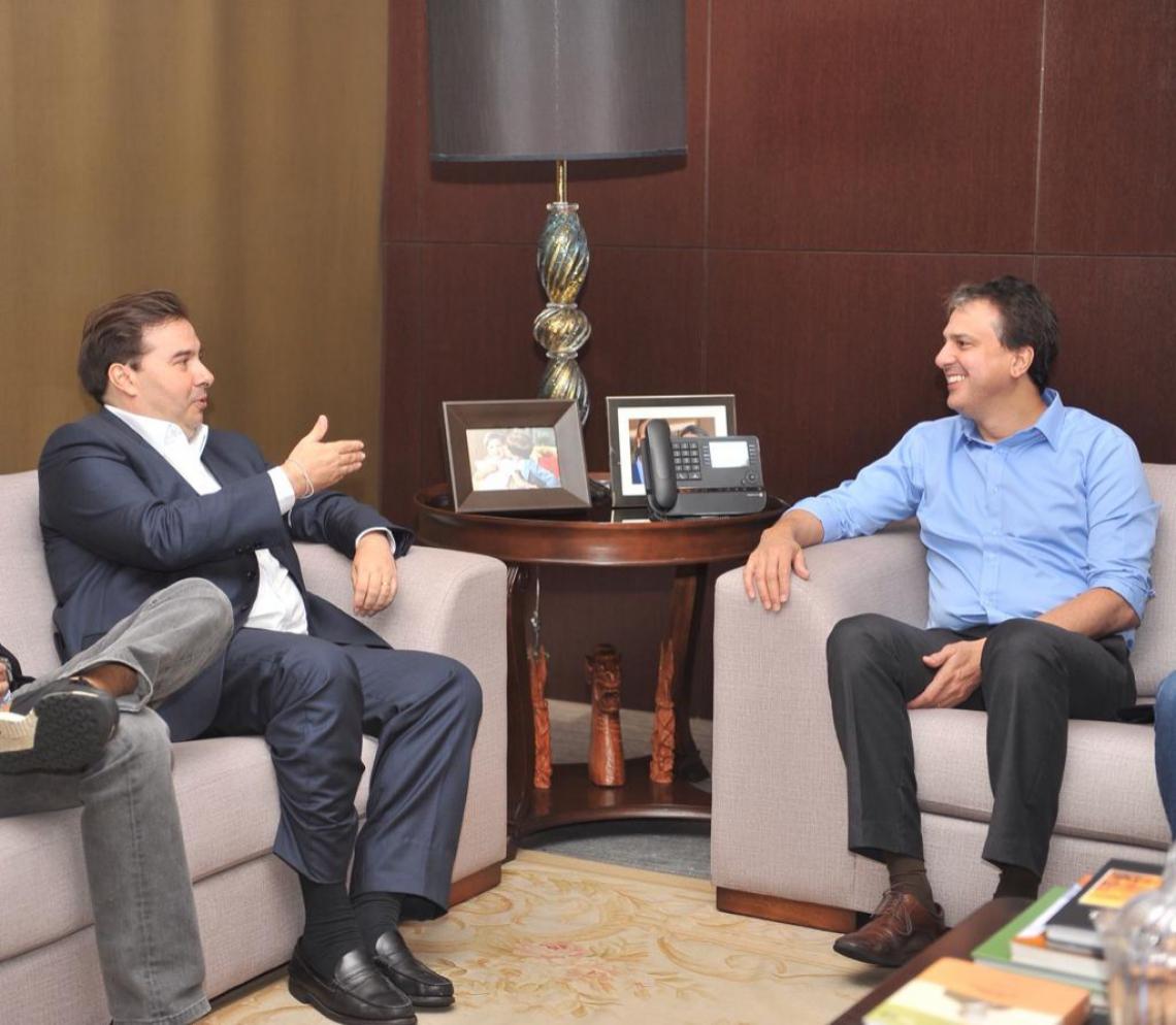 Rodrigo Maia, presidente da Câmara dos Deputados reeleito, em reunião com Camilo Santana (Foto: Divulgação/Assessoria Rodrigo Maia)
