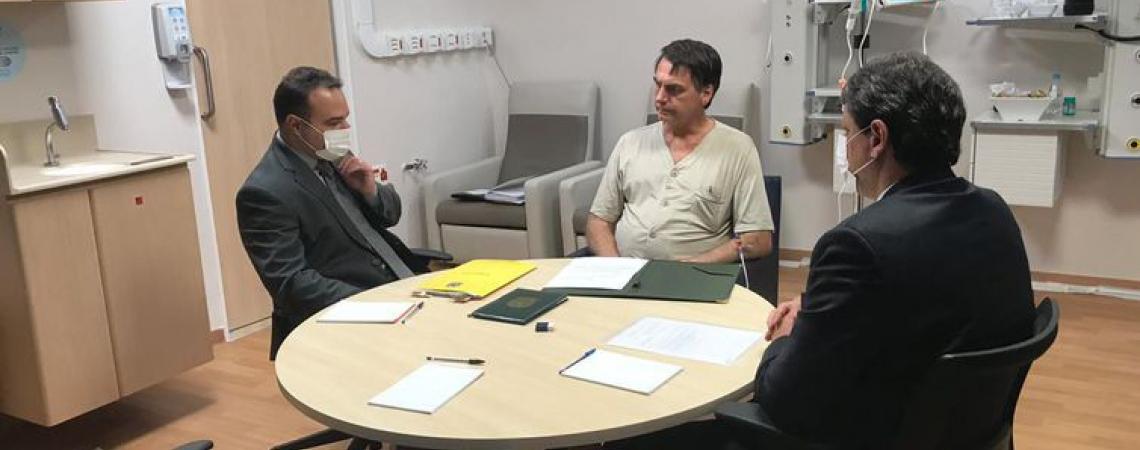 COM VISITAS ainda restritas, Bolsonaro reuniu-se com o ministro Tarcísio de Freitas, e o subchefe de Assuntos Jurídicos da Casa Civil, Jorge Oliveira