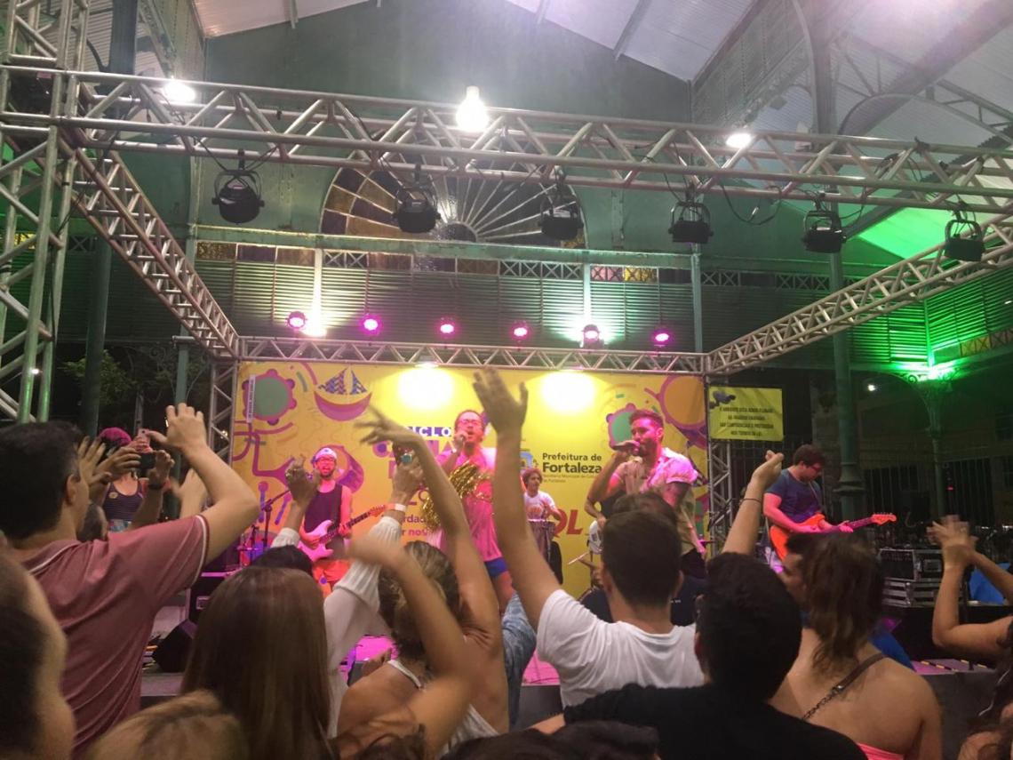 Bloco Sandijunio e a SuperBanda se apresentam no Mercado dos Pinhões nesta sexta-feira, 8. (Foto: Heloísa Vasconcelos/O POVO)