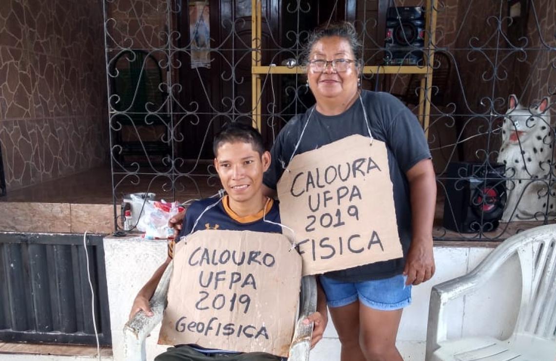 Jacierene obteve pontuação suficiente para entrar em física. Já o filho irá cursar geofísica (Foto: Reprodução Facebook).