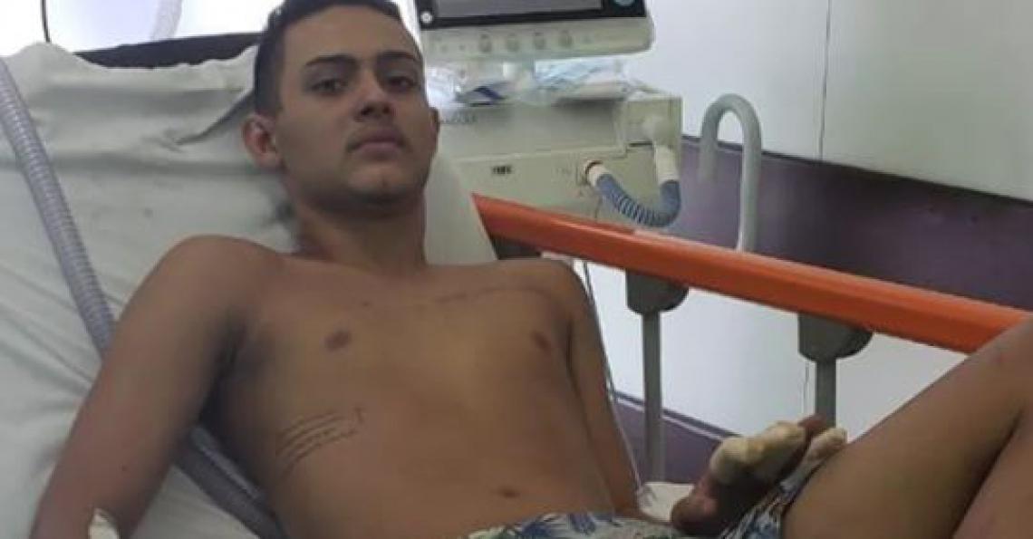 Cauan Emanuel recebeu alta do CTI na tarde deste domingo,10. Ele está em um quarto do Hospital Vitória, zona oeste do Rio (Foto: Reprodução Facebook).