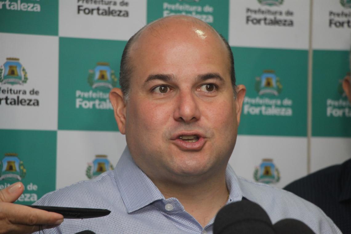 O prefeito afirma que agora se deve fiscalizar e garantir o cumprimento da lei dos alvarás. Foto: Mauri Melo/O POVO