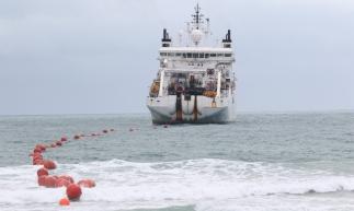 PROCESSO de instalação do cabo submarino de fibra óptica da Angola Cables na Praia do Futuro