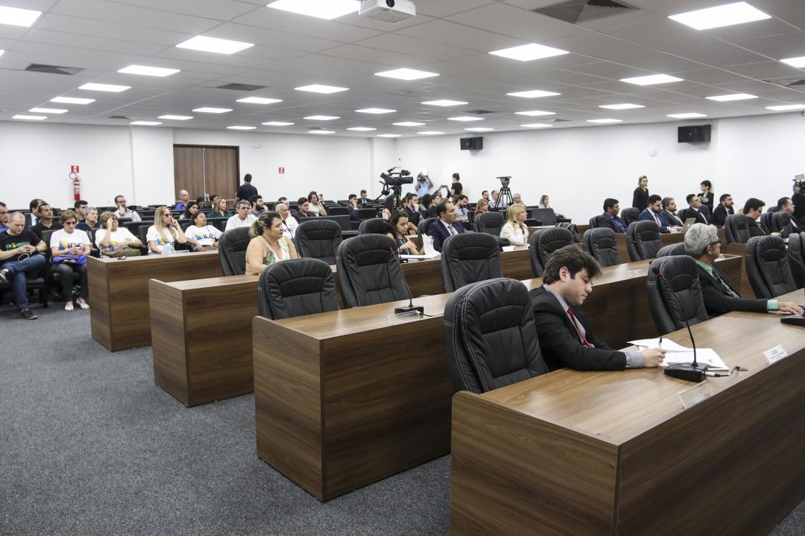 Audiência publica para discutir o aumento da tarifa da Cagece foi realizada na sede da OAB-CE. (Foto: Alex Gomes/ Especial O Povo)